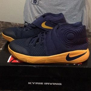 Kids Kyrie 2 Sneakers